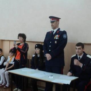 Атаман Ермоленко во время проведяния смотра